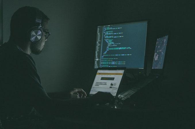 آیا میدانستید که مهندسین نرمافزار و برنامهنویسان چه تفاوتهایی با یکدیگر دارند؟