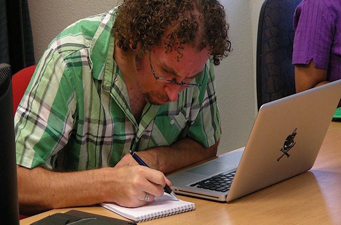 توصیه ی مهندسان سابق مایکروسافت به برنامه نویسان که نحوه نوشتن را بیاموزیم!